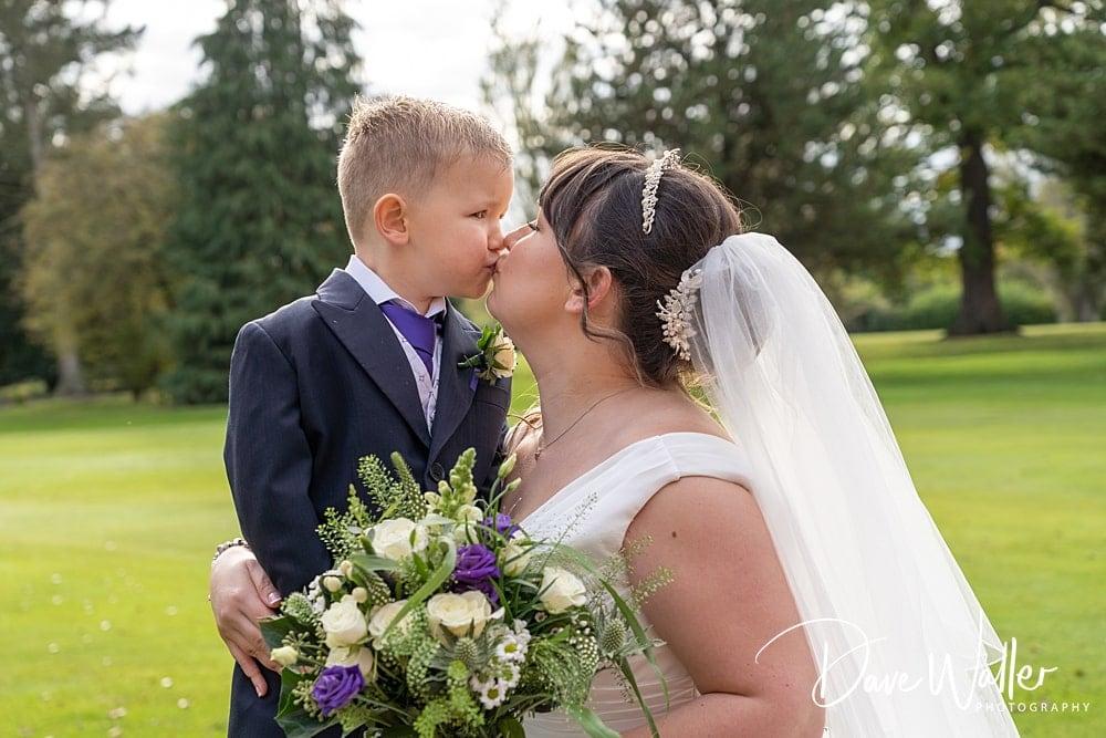 -york-wedding-photographer-|-Aldwark-Manor-Wedding-19.jpg